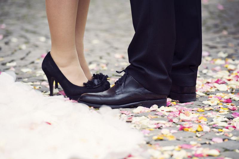 Hochzeitsfotografie Tutorial: Beispielbild mit Füßen des Brautpaars