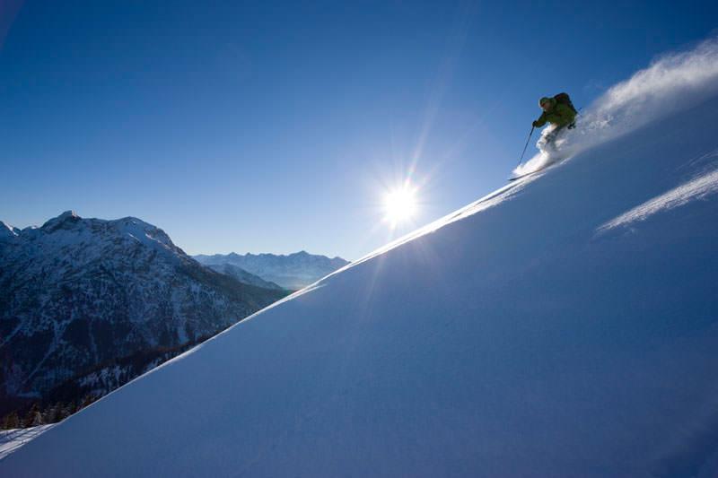 Bergfotografie: Skifahrer bei der Abfahrt