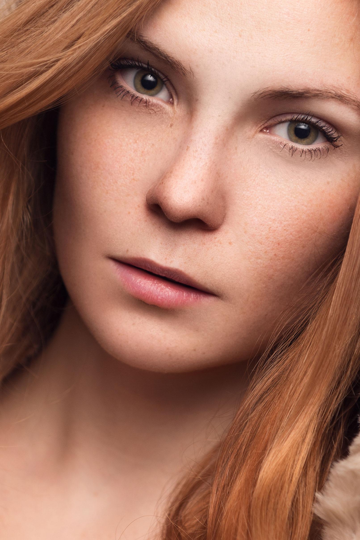 Beispiel zur Beauty-Retusche in Photoshop: Portrait einer Frau