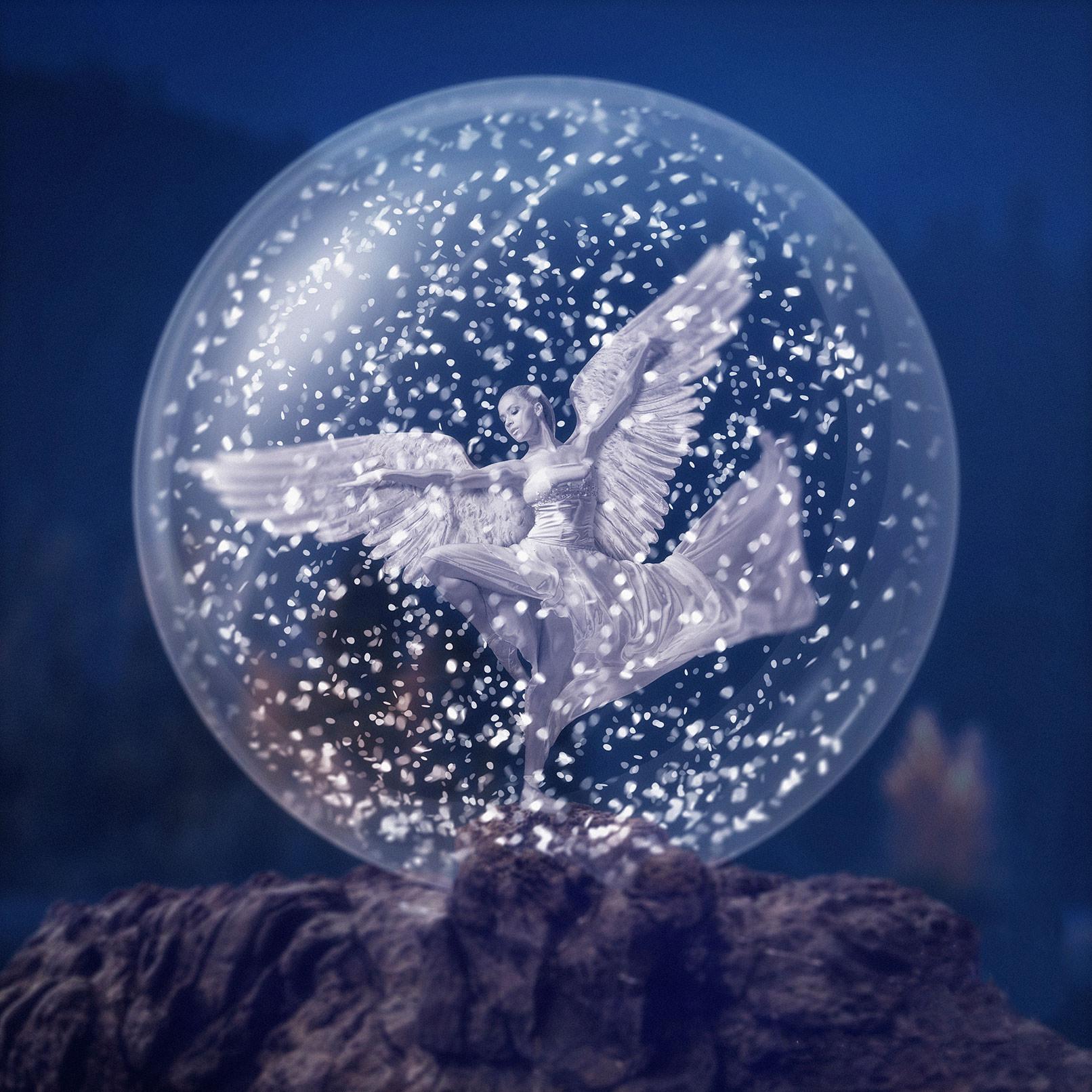 Compositing eines Weihnachtsengels in einer Schneekugel, erstellt im Affinity Photo Tutorial auf deutsch.
