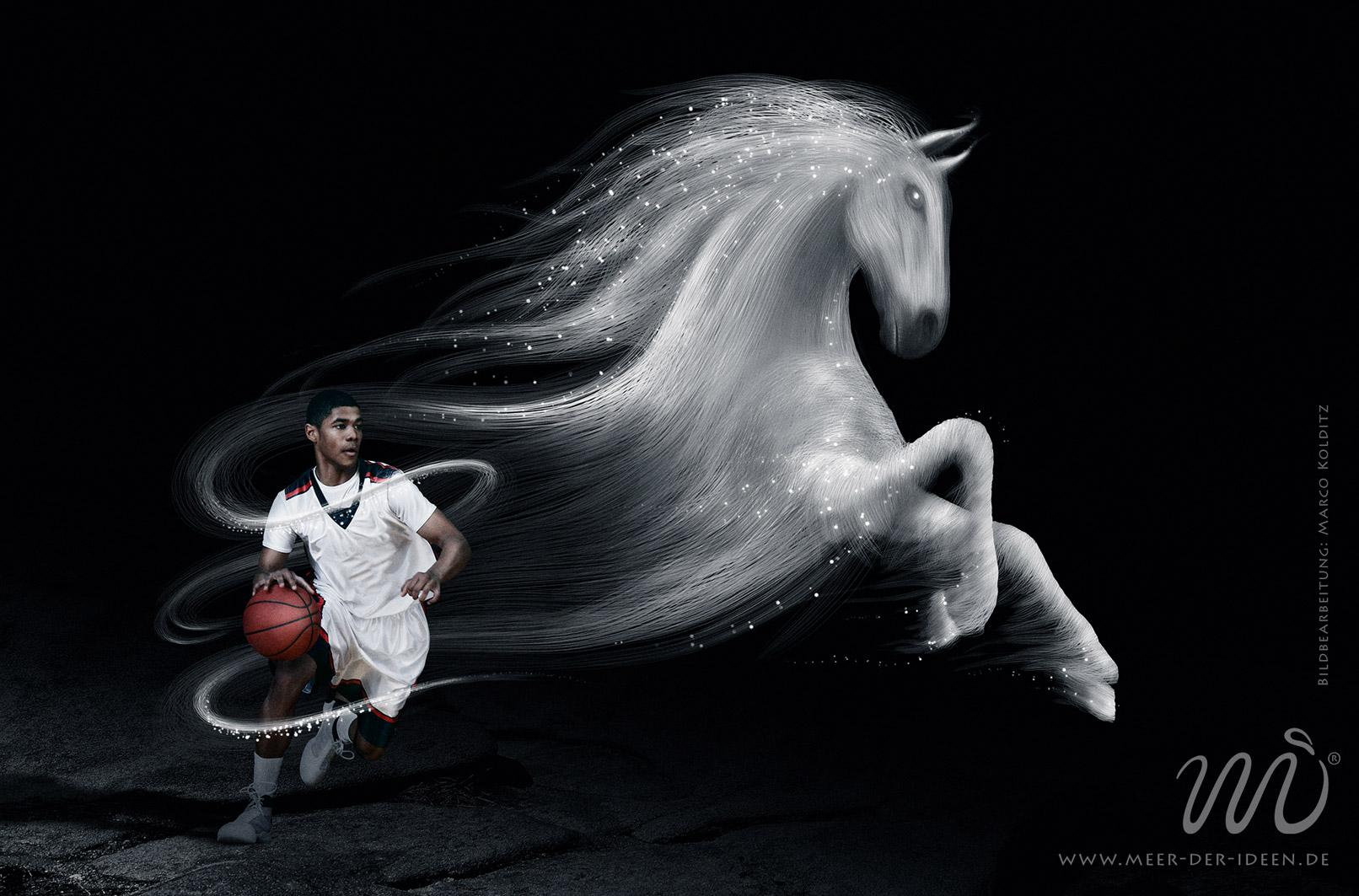 Photoshop-Composing mit einem Basketballer und einem Pferd, das den Sportsgeist darstellt.
