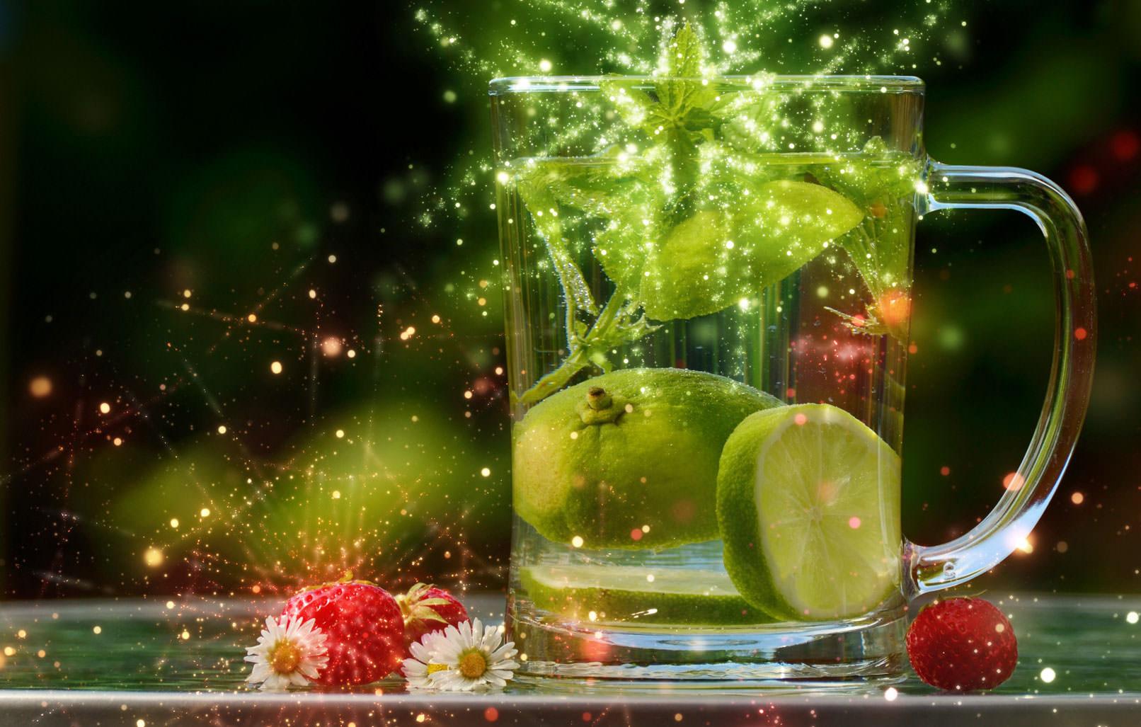 Cocktailglas, überlagert mit Glitzereffekt