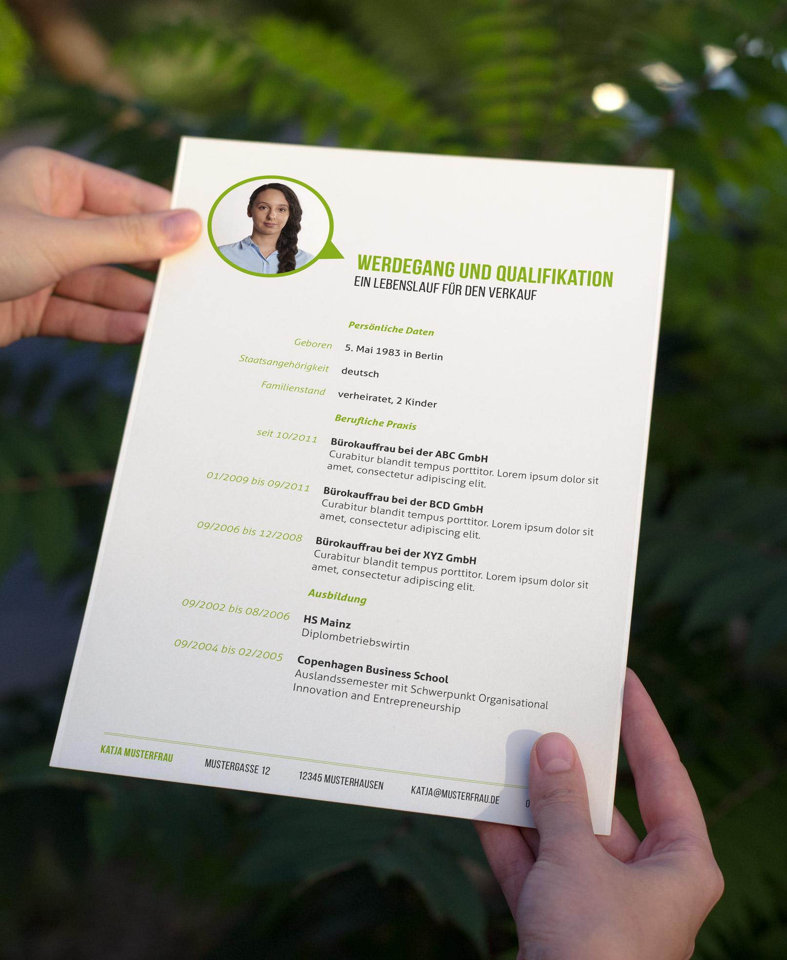 Design-Muster zur Bewerbung als Bürokauffrau, Bürokaufmann, Lebenslauf in Grün