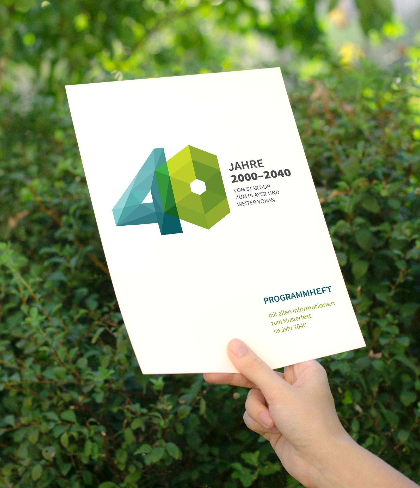 Beispiel zur Verwendung der Zahlen-Vorlagen: A4-Seite mit der Zahl 40 im Polygon-Style