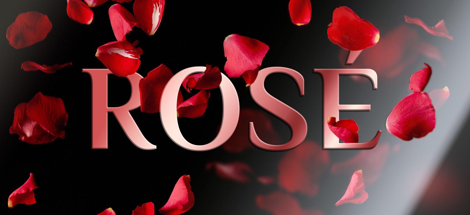Schriftzug mit Rosenblättern. Metalleffekt über einen Farbverlauf in Photoshop eingearbeitet.