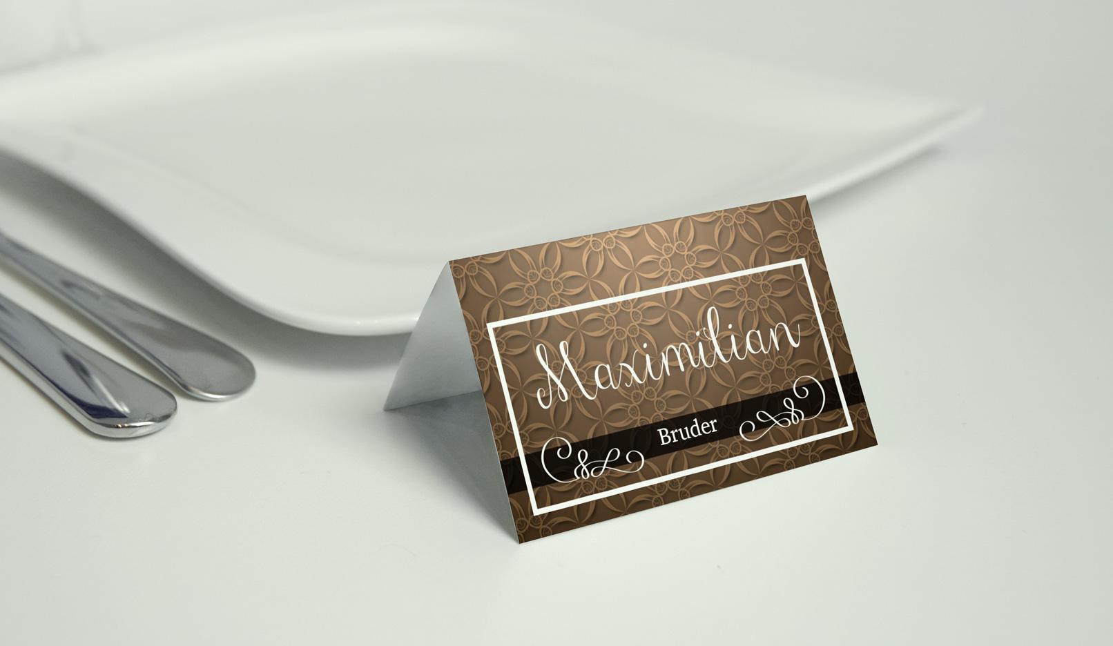 Tischkarte mit einem Hintergrund in Beige