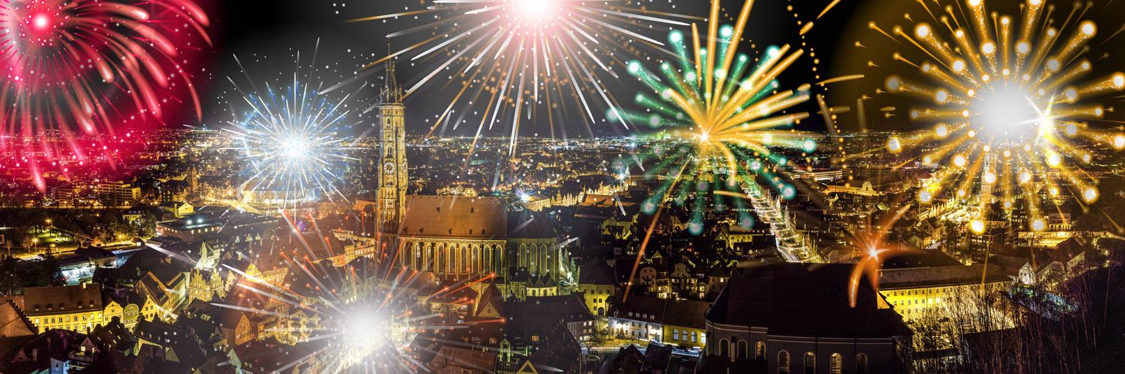 Stadtansicht mit eingearbeiteten Feuerwerks-Illustrationen