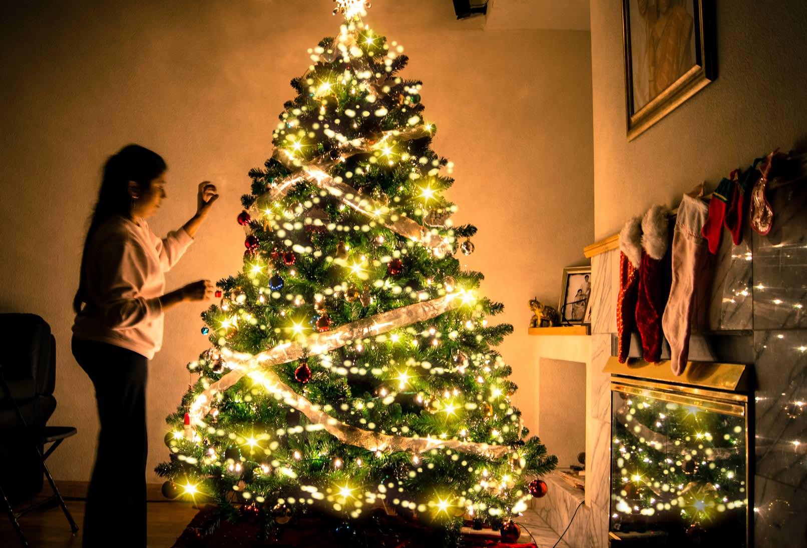 Bokeh-Effekte für ein stimmungsvolles Weihnachtsbaumleuchten