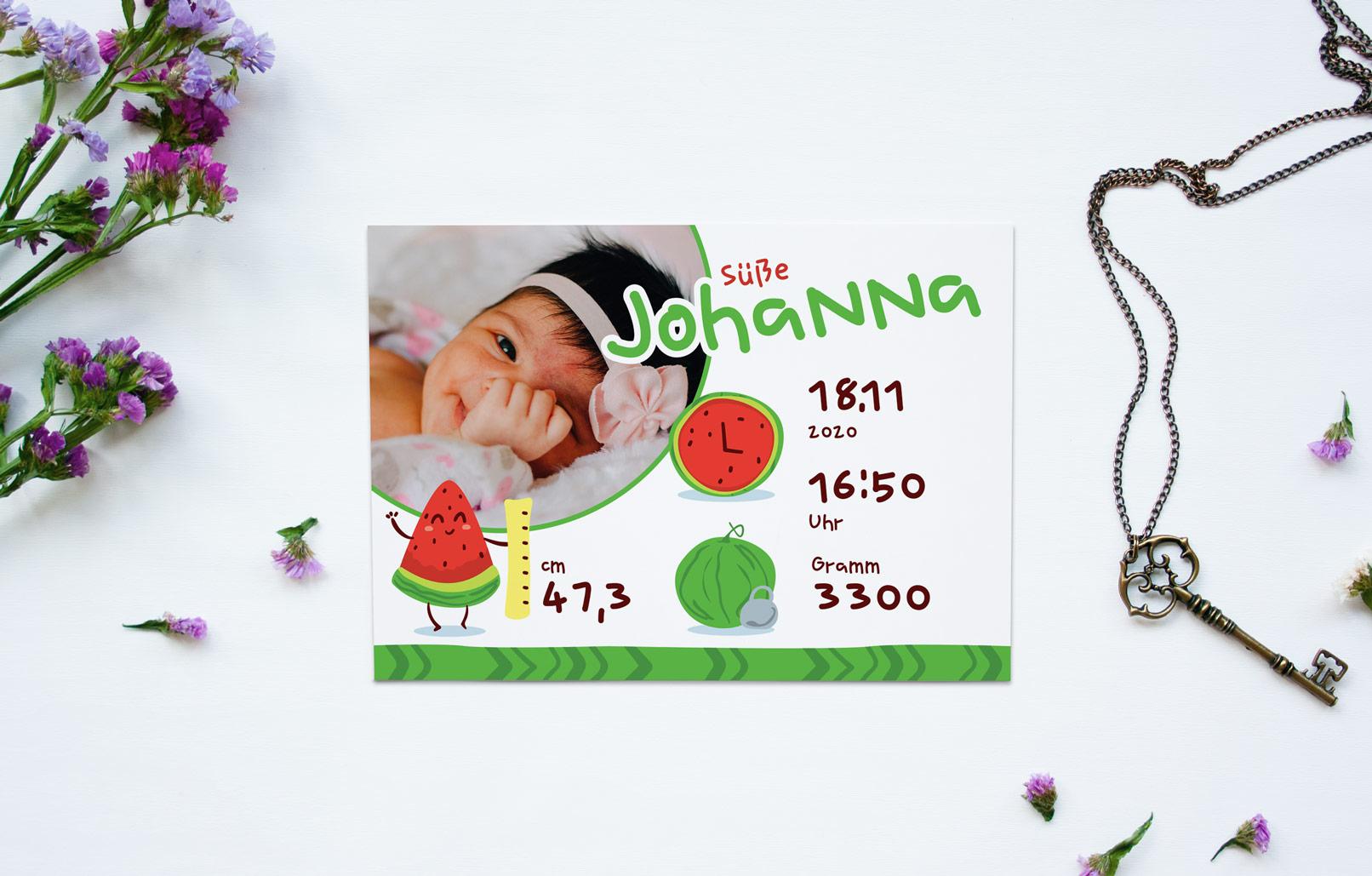 Kreative Geburtskarten-Vorlage mit comic-artigen Melonen vor einem weißen Hintergrund