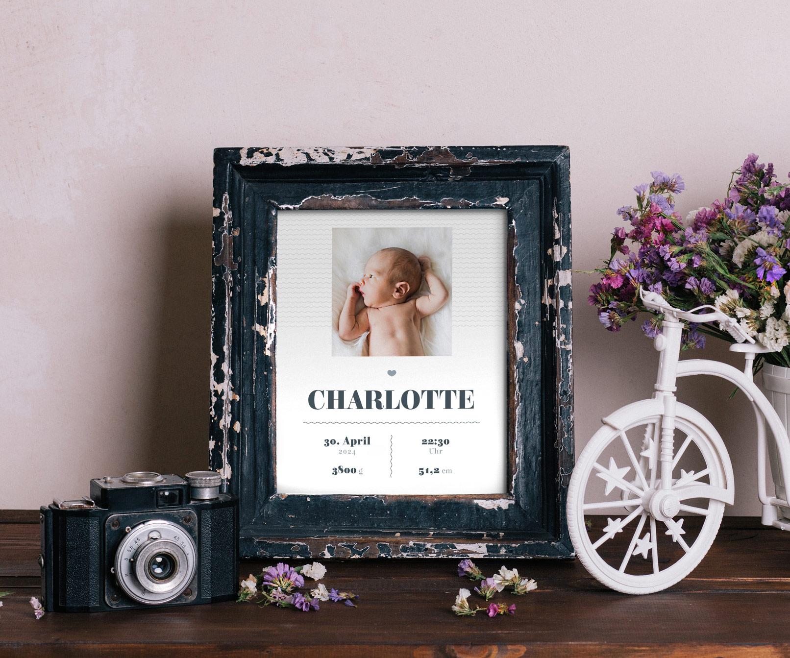 Kreative Geburtskarten-Vorlage in einem Bilderrahmen