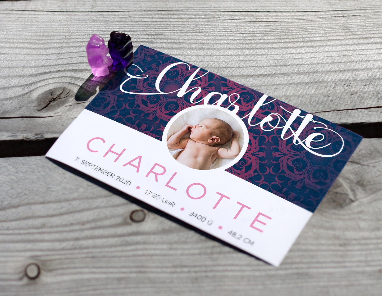 Gruß- und Glückwunschkarte mit einem eingearbeiteten Vintage-Hintergrundbild