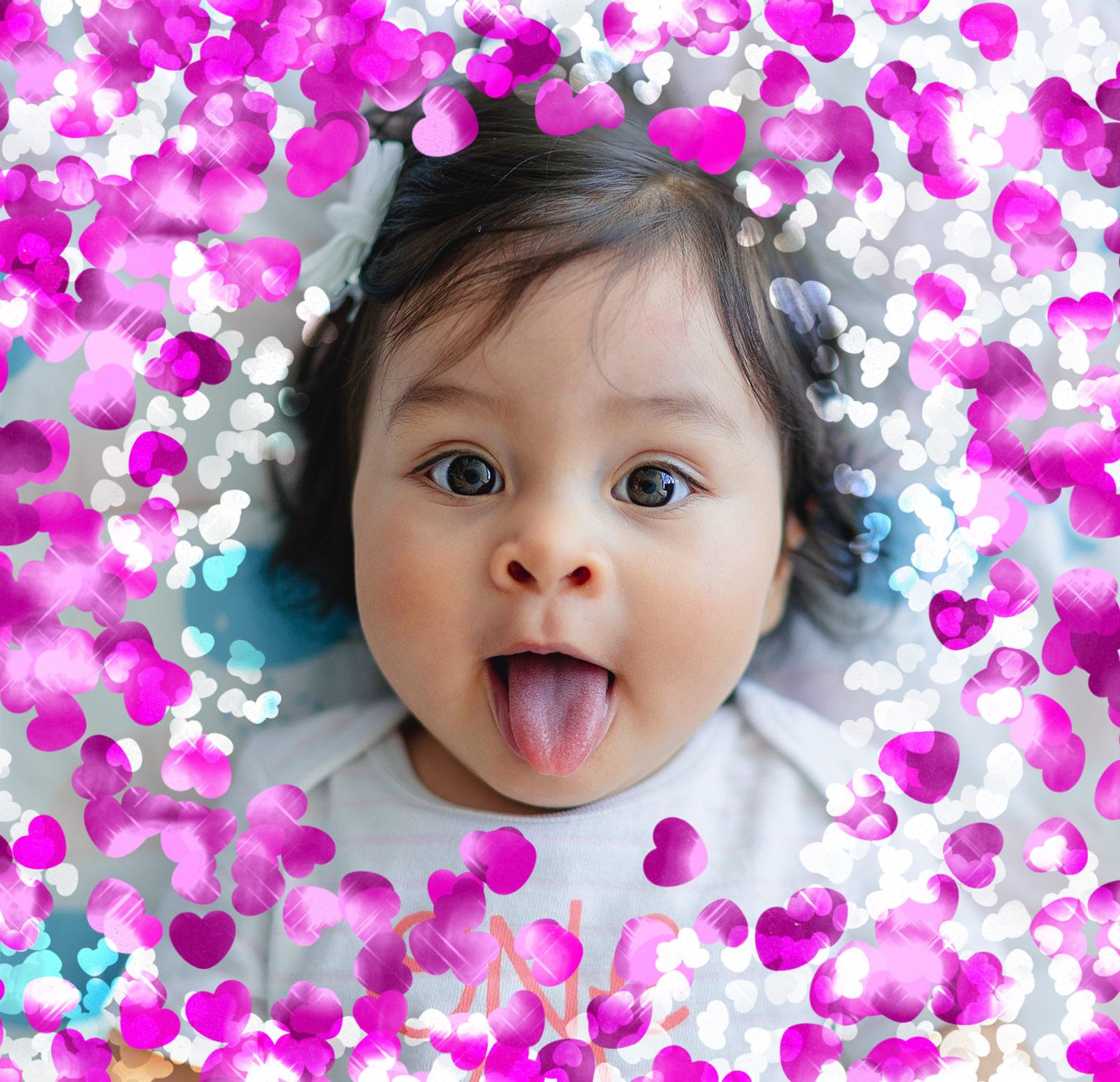 Portrait eines Mädchens, darum Herz-Konfetti, aufgebracht in Photoshop