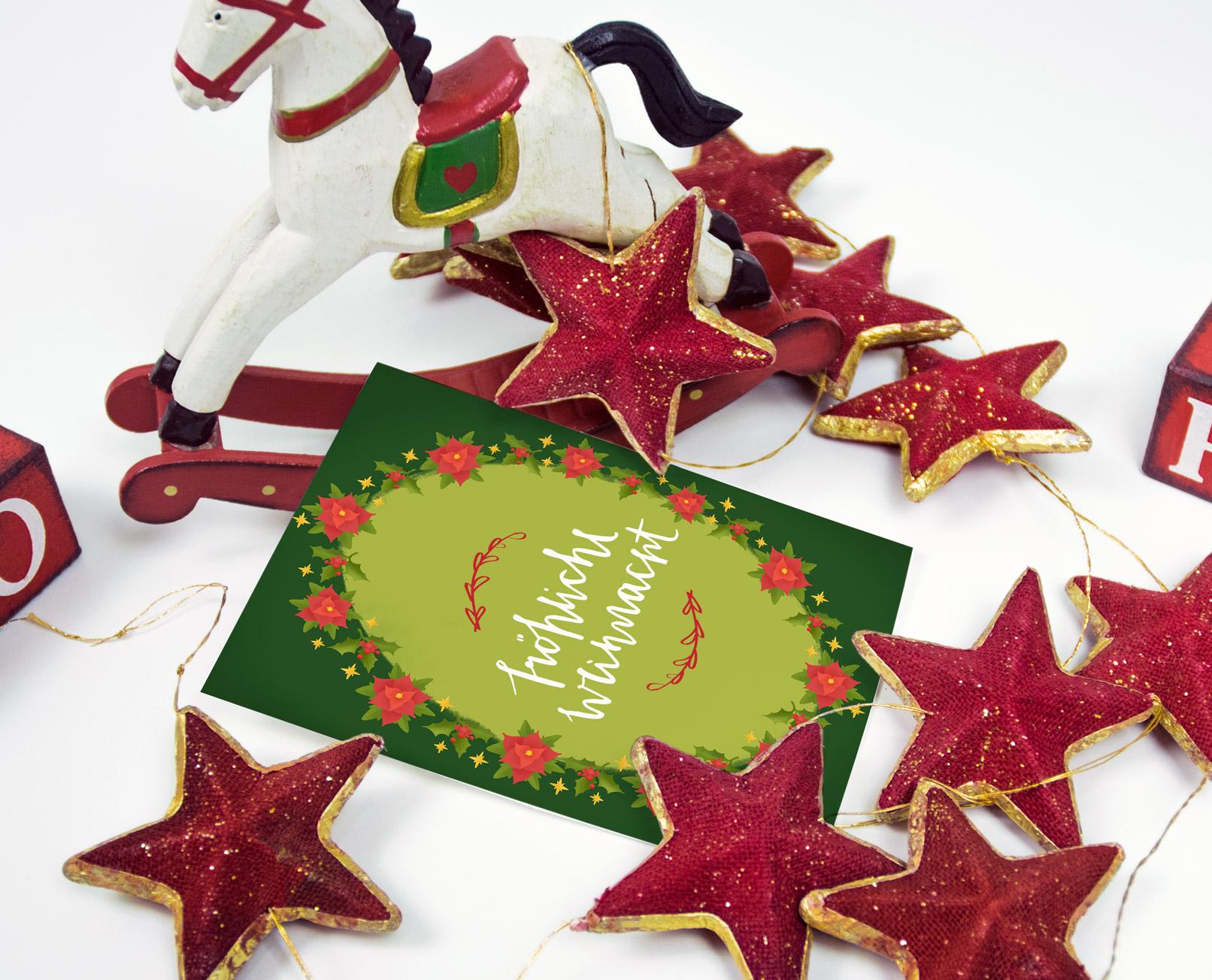 Hintergründe für Weihnachtsgrußkarten: Grußkarte inmitten weihnachtlicher Accessoires