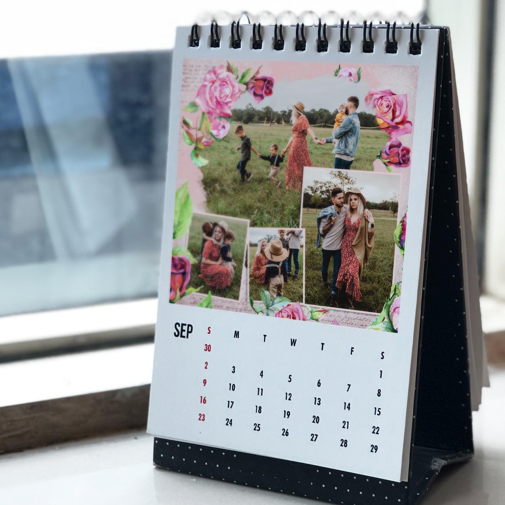 Mit Blumen verzierte Fotocollage in einem Fotokalender