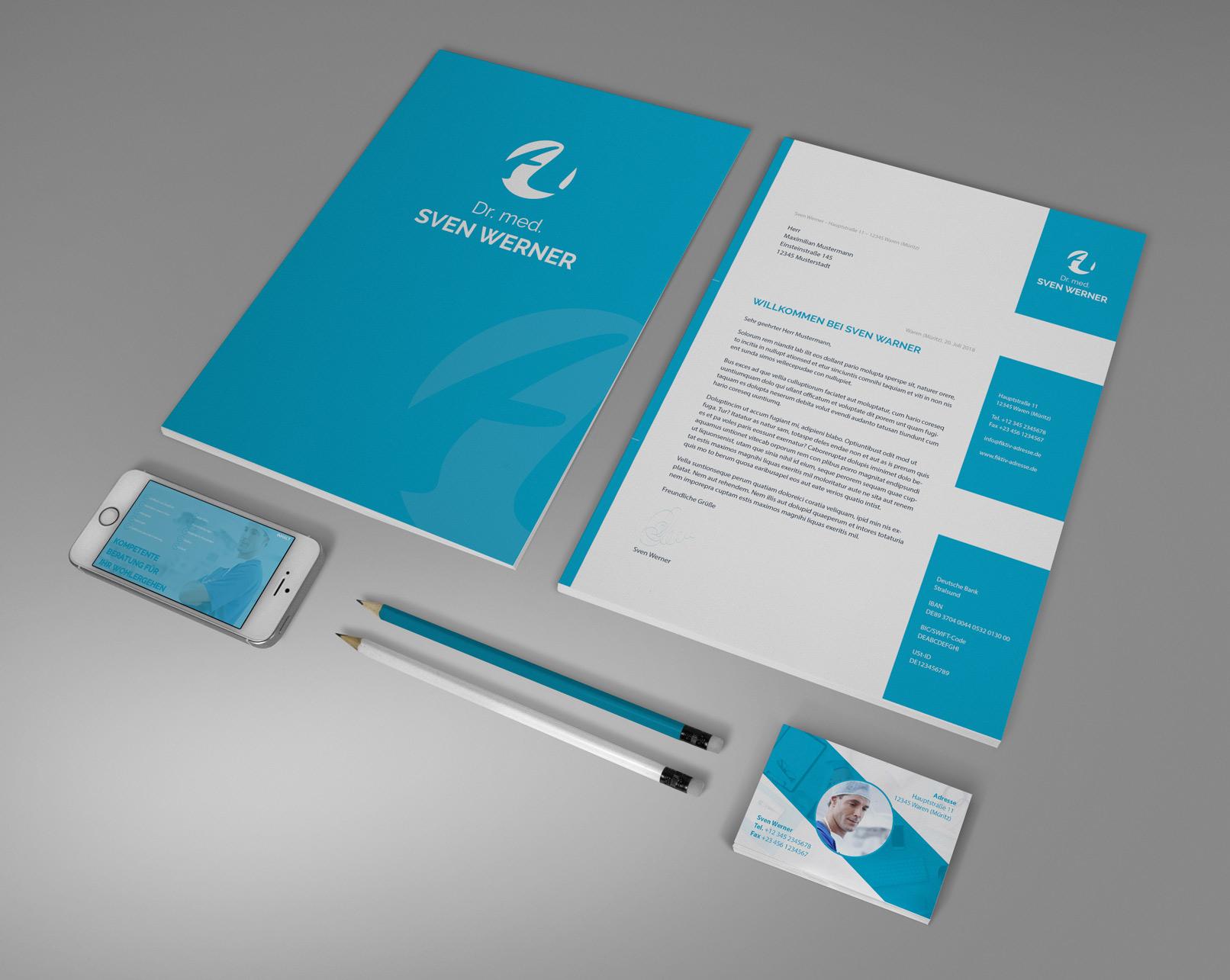 Mockup mit A4-Seiten, Visitenkarte, Stiften und Handy